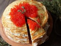 Блинный торт с сыром и красной рыбой – просто и изысканно!