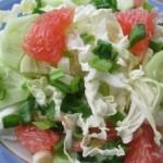 салат из пекинской капусты, огурцов и грейпфрукта