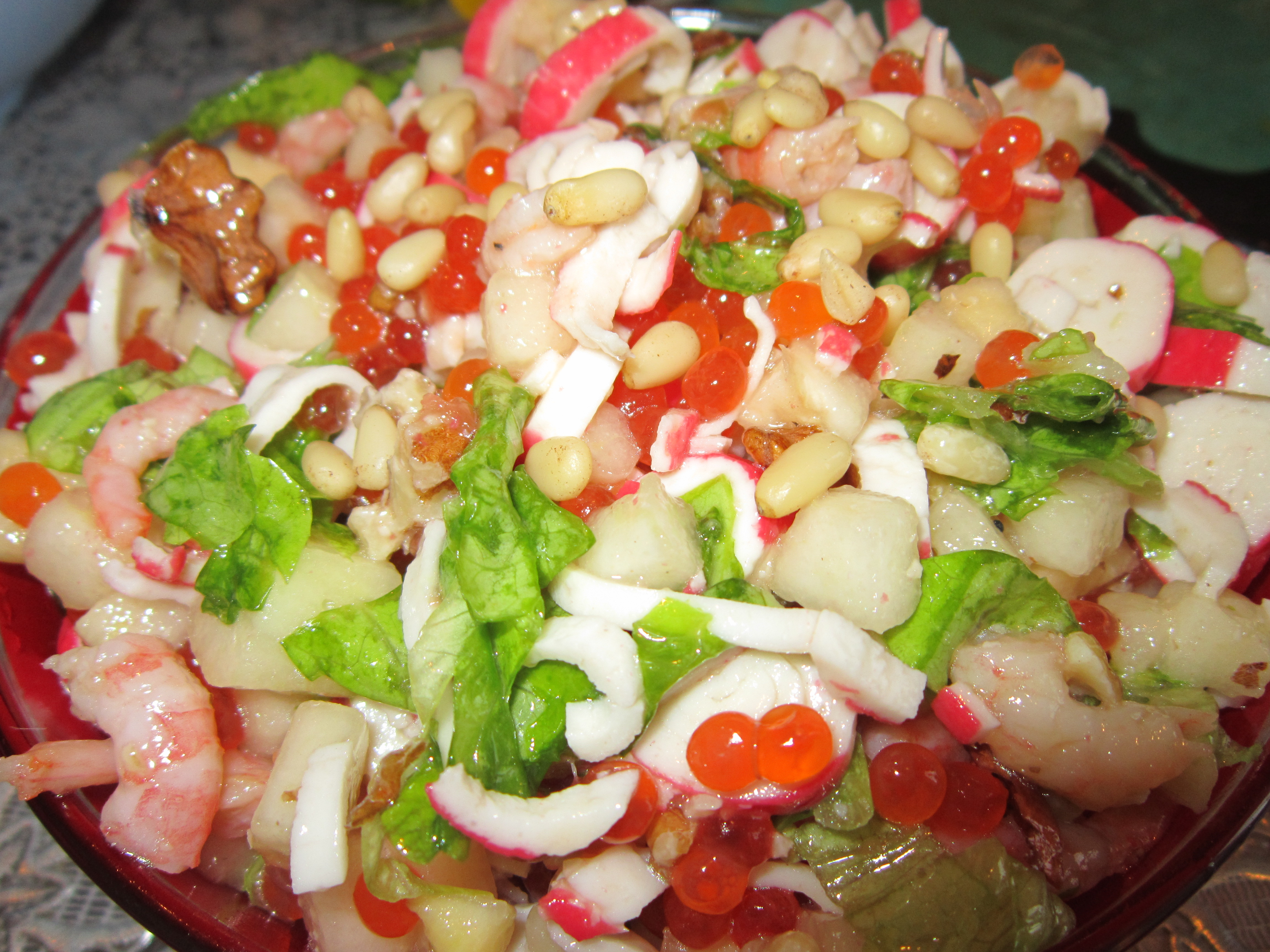 Салат с крабовыми палочками и креветками царский