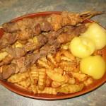 Горячий сырный дип с беконом и охотничьими колбасками – кулинарный рецепт