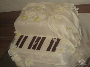 торт из мастики Рояль_tort-iz-mastiki-royal-s-shokoladnym-biskvitom-i-tryufelnym-kremom