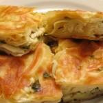 Пирог из слоеного теста с сыром