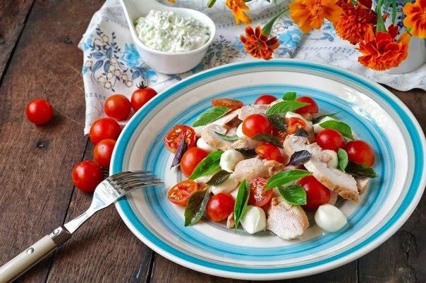 рецепт нежный салат с курицей и