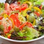 Овощной салат с пармезаном и лимонной заправкой