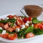 Салат со шпинатом и красной рыбой