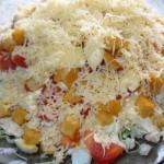Салат с курицей, сыром, ржаными сухариками