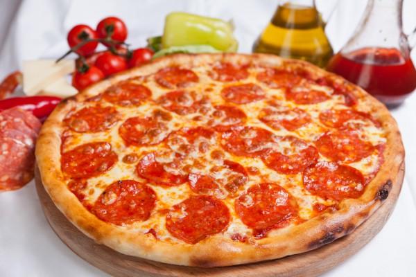 Рецепт пиццы из помидор колбасы сыра