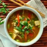 Суп с курицей, лапшой и шпинатом – вкусно и полезно