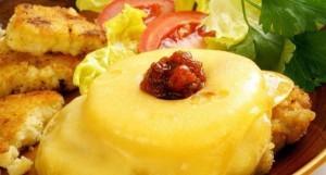 Запеченное мясо с ананасами – беспроигрышное мясное блюдо на все случаи жизни!