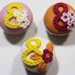 Десерт на 8 Марта – пирожные с ягодами и кокосовой стружкой