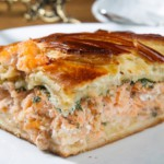 Пирог с рисом и красной рыбой – старорусская кухня