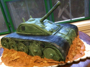 Торт из мастики Танк. Торт к 9 мая