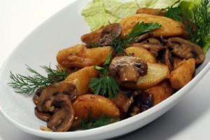 Старорусская кухня – молодая картошка с грибами
