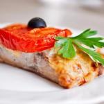 Рыба в духовке по-гречески с сыром и помидорами