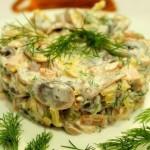 Праздничный салат с грибами и запеченной курицей