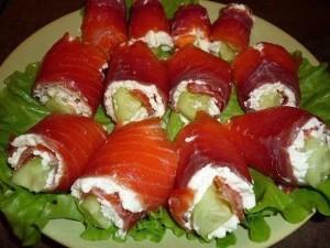 Рулетики из красной рыбы с оригинальной начинкой