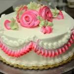 Как украсить торт кремом – видео